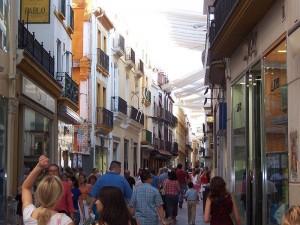 Calle Sierpes de Sevilla - <a href='http://es.wikipedia.org/wiki/Archivo:Sevilla2005July_067.jpg' target='_blank'></a>