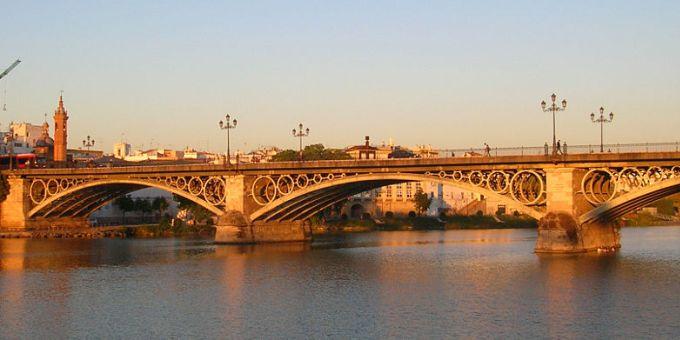 Puente de Isabel II - <a href='http://es.wikipedia.org/wiki/Archivo:Pont_Triana.jpg' target='_blank' rel='nofollow'></a>