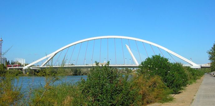 Puente de la Barqueta - <a href='http://es.wikipedia.org/wiki/Archivo:Pont_de_la_Barqueta.jpg' target='_blank' rel='nofollow'></a>