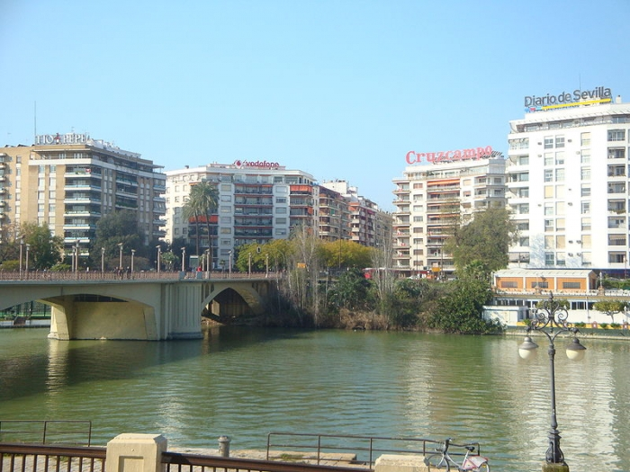 Barrio de los Remedios - <a href='http://es.wikipedia.org/wiki/Archivo:Plazadecubasevilla.JPG' target='_blank' rel='nofollow'></a>