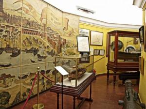 Interior de la torre de oro