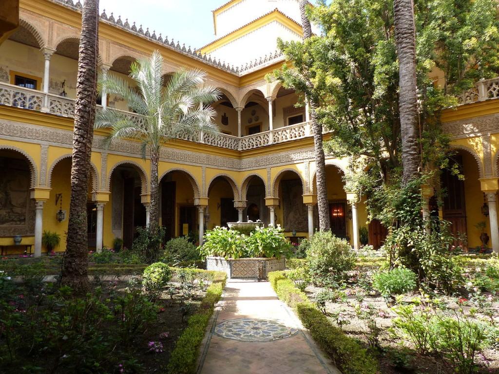patio-central-del-palacio-de-las-duenas