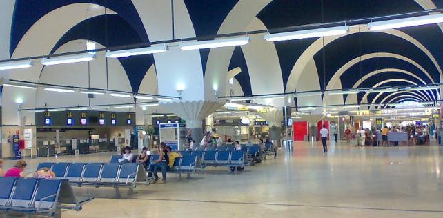 Aeropuerto de Sevilla - San Pablo - <a href='http://es.wikipedia.org/wiki/Archivo:AeropuertoSevilla.jpg' target='_blank' rel='nofollow'></a>